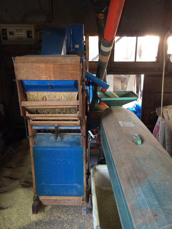 年季の入った籾摺り機