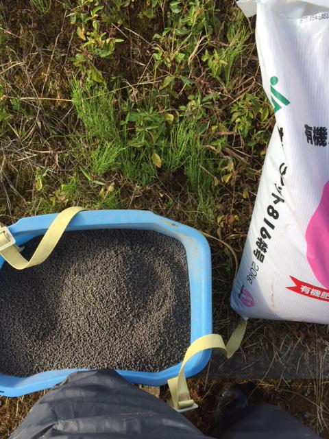 餌のような匂いの有機肥料
